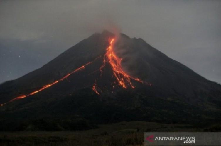 Gempa Embusan Gunung Merapi 203 Kali dalam 12 Jam