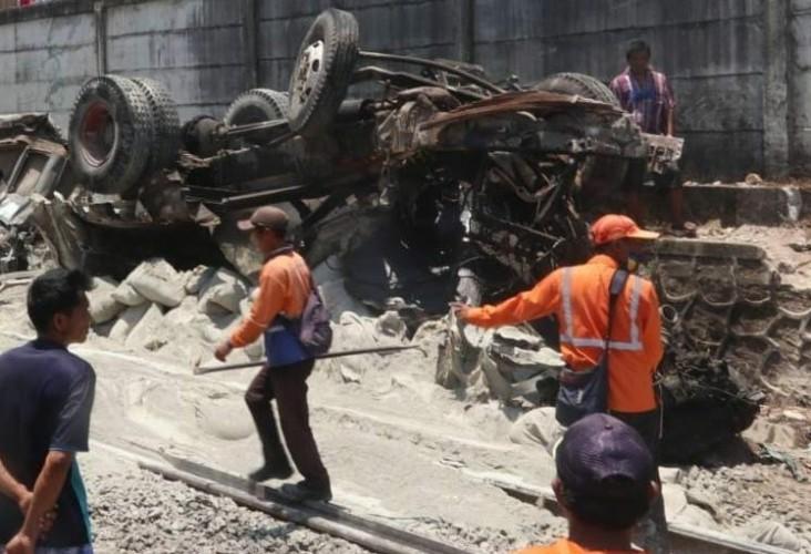 Gerbong Babaranjang dan Truk Terlibat Kecelakaan Selesai Dievakuasi