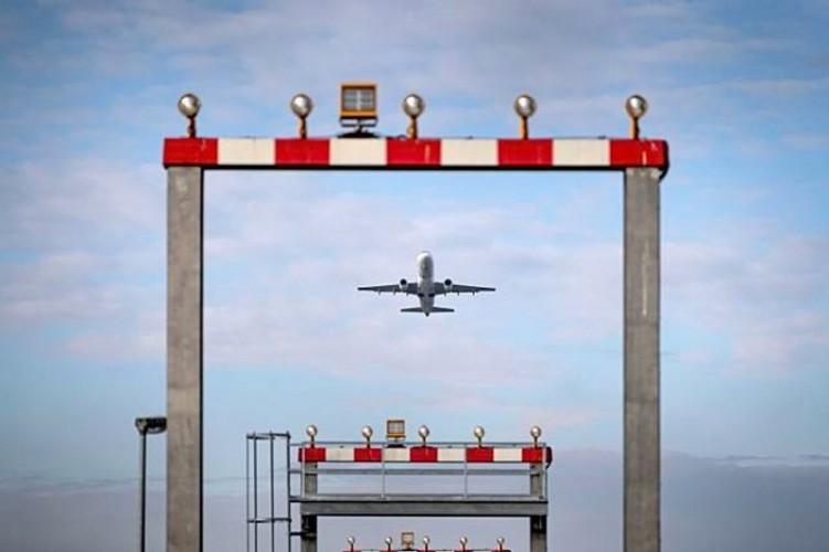 Giliran Tiongkok Larang Penerbangan dari Inggris