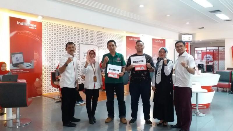 GM Witel Lampung Serahkan Hadiah kepada 3 Pemenang Undian Fantastic Deal
