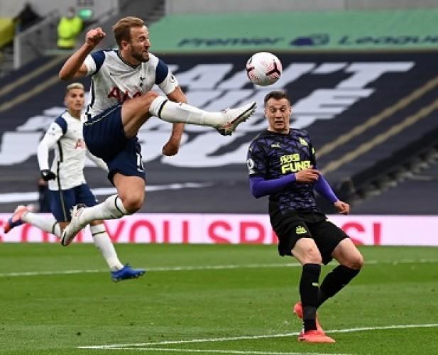 Gol Penalti Menit Akhir Newcastle Buyarkan Kemenangan Tottenham
