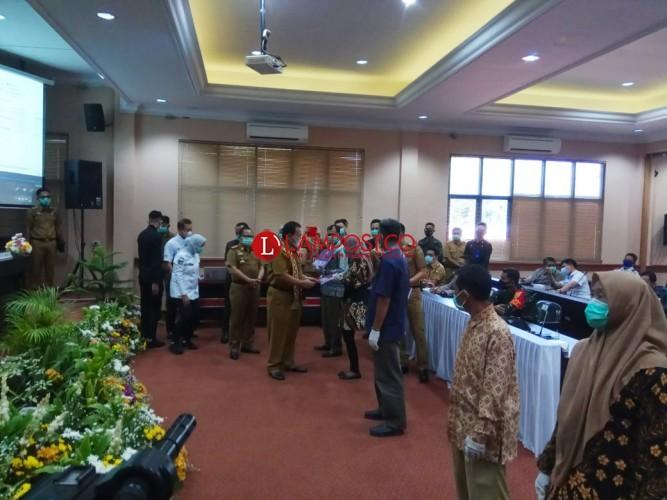 Gubernur Arinal Serahkan Bantuan Ternak di Lampung Selatan