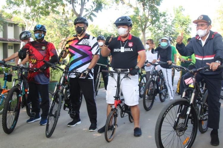 Gubernur, Kapolda dan Rektor UIN Bersepeda Gaungkan Budaya Sehat