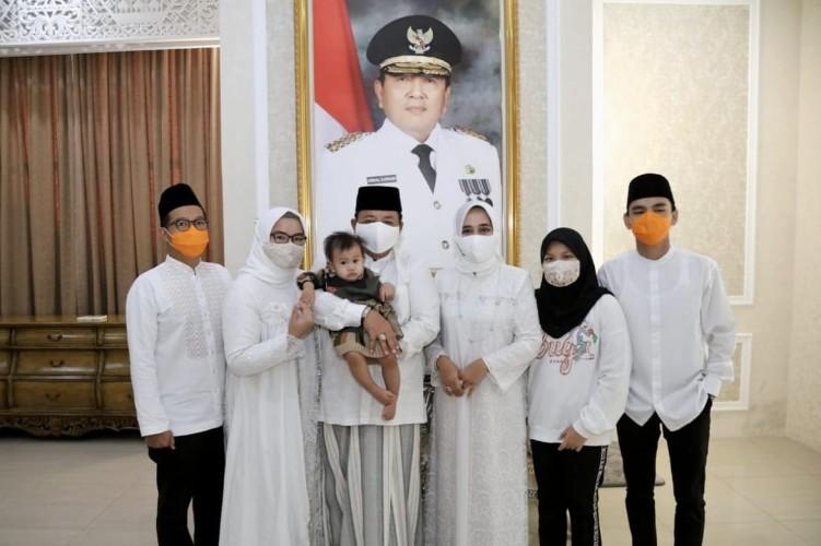 Gubernur Lampung Salat Id Bersama Keluarga di Rumah