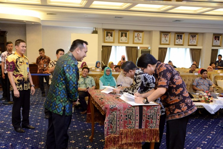 Gubernur Ridho Hibahkan Tanah kepada Kemenperin