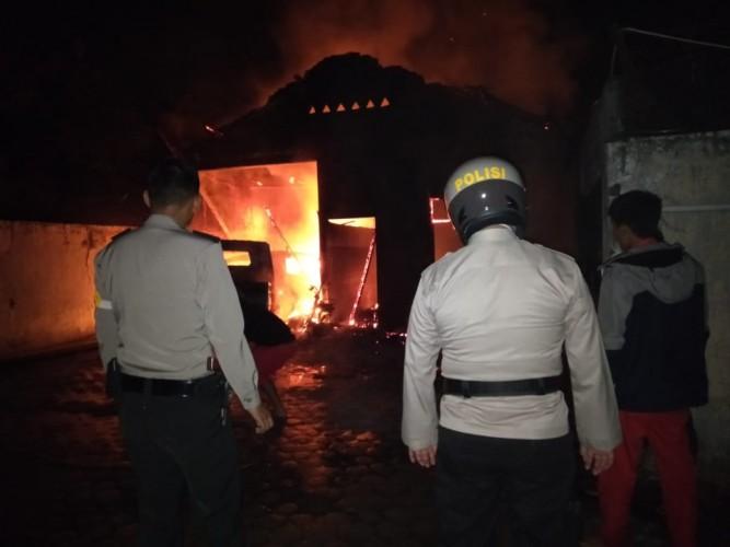 Gudang Genset SPBU Baradatu Terbakar