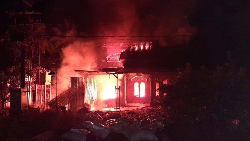 Gudang Kasur di Mataram Baru Ludes Terbakar