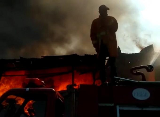 Gudang Kayu di Natar Ludes Terbakar, Kerugian Capai Rp100 Juta