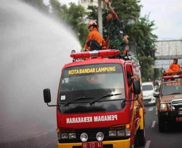 Gugus Tugas Covid-19 Bandar Lampung Sterilkan Jalan Kota
