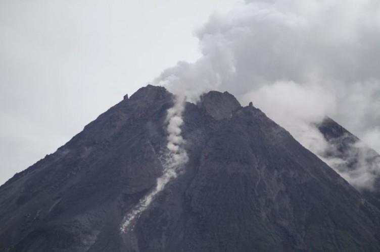 Gunung Merapi 20 Kali Muntahkan Awan Panas