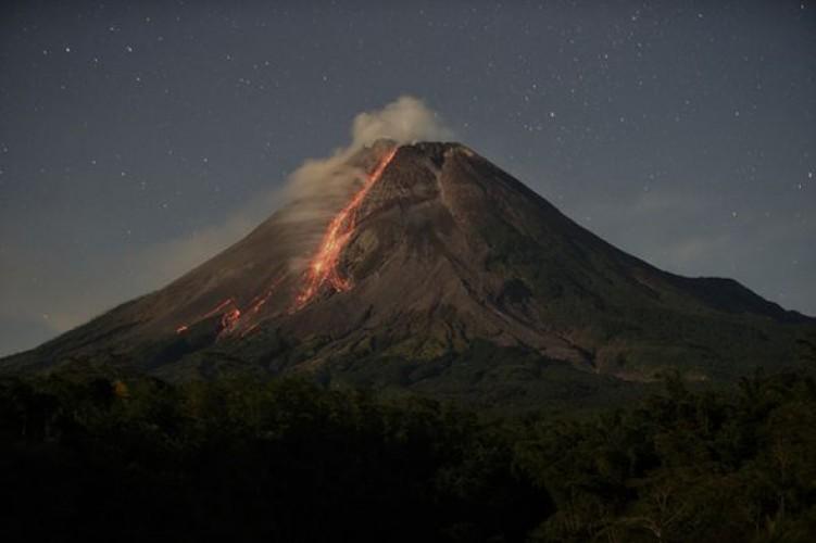 Gunung Merapi Empat Kali Muntahkan Awan Panas