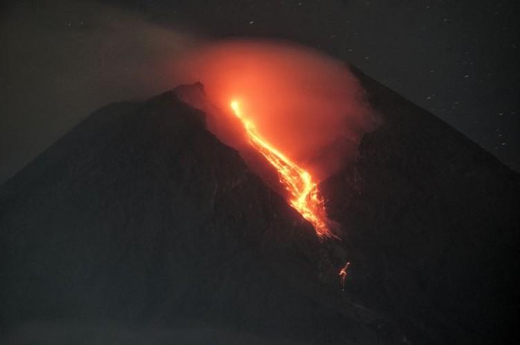 Gunung Merapi Luncurkan 29 Kali Guguran Lava Pijar
