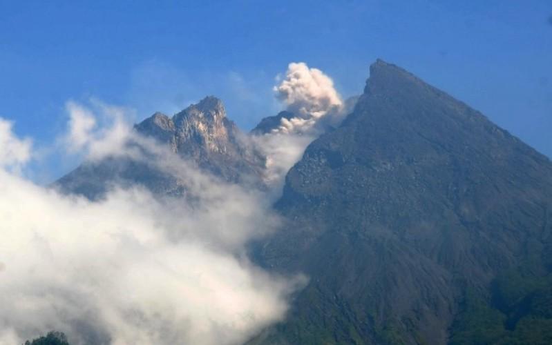 Gunung Merapi Luncurkan Awan Panas Sejauh 1,2 Km