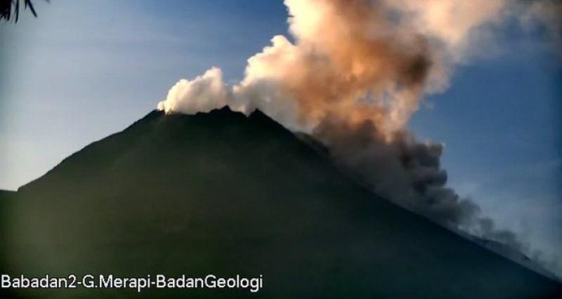 Gunung Merapi Muntahkan 86 Kali Lava Pijar dalam Sepekan