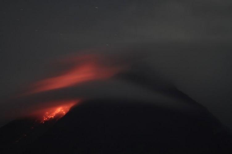 Gunung Merapi Muntahkan Lava Pijar 36 Kali
