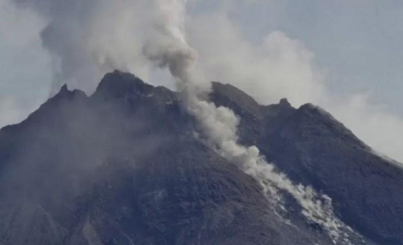 Gunung Merapi Muntahkan Lava Pijar Sejauh 1,5 Km