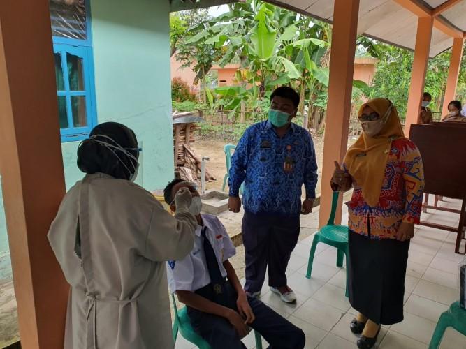 Guru dan Siswa di Sidomulyo Tes Antigen Acak