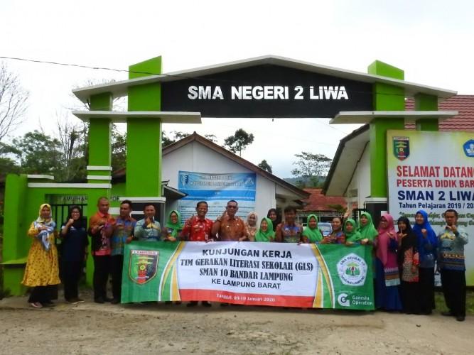 Guru SMAN 10 Bandar Lampung Belajar Program Literasi di Lambar