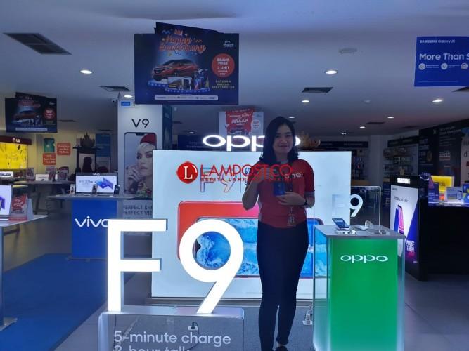 Hadir di Lampung, Oppo F9 Usung Teknologi Pengisian Daya Super Cepat