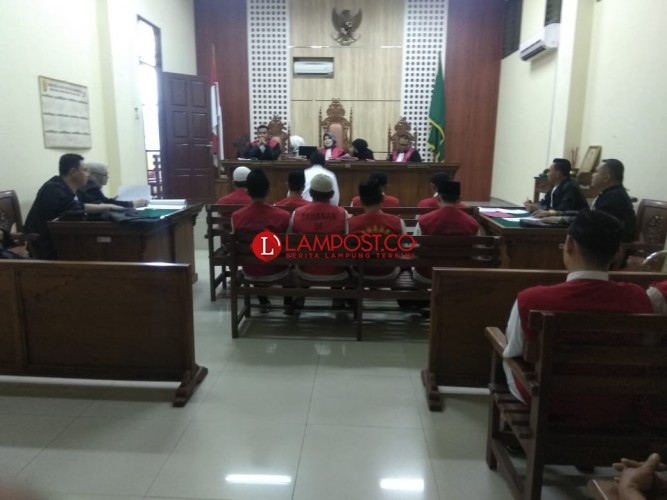 Hakim Marahi 8 Terdakwa Pembalakan Register 28 Tanggamus