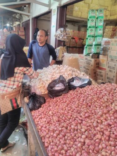 Harga Bawang Putih Turun Rp5.000 per Kg
