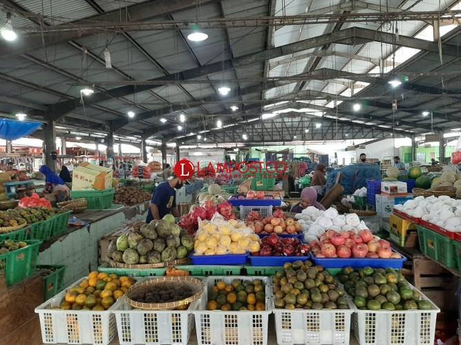 Harga Buah-buahan di Pasar Gintung Mulai Naik