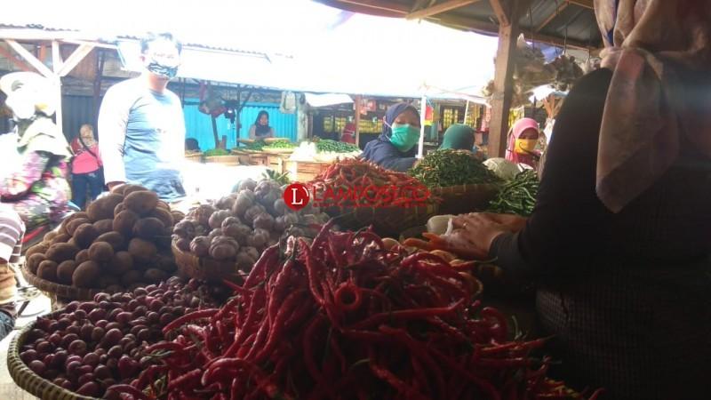 Harga Cabai Merah Naik hingga 75 Persen