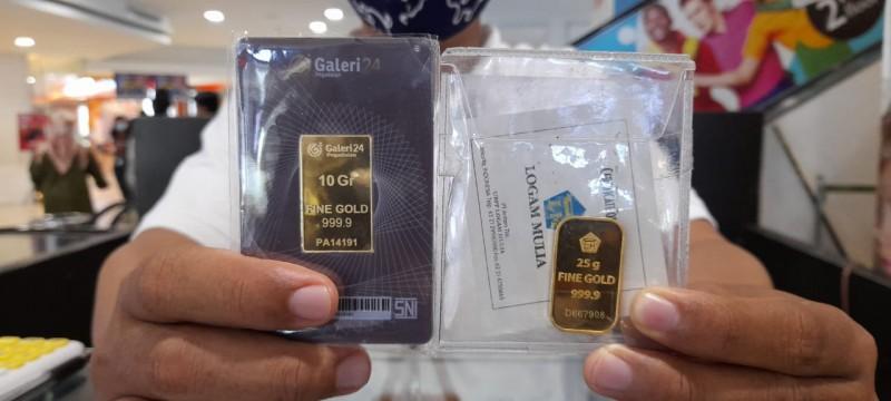 Harga Emas Antam di Awal Pekan Turun Tipis ke Rp946 Ribu/Gram