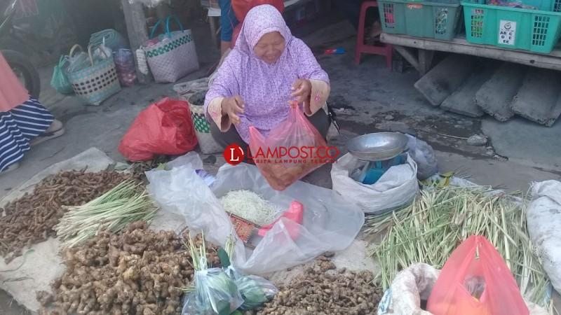 Harga Jahe di Pasar Gedongtataan Masih Normal