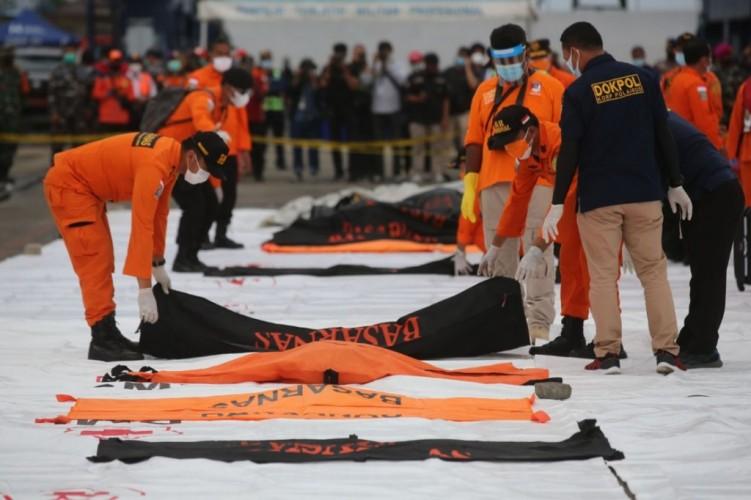 Hari Ke-8, Basarnas Evakuasi 21 Kantong Jasad, Puing, dan Barang Korban