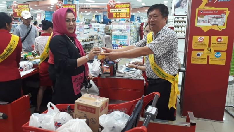 Hari Pelanggan Nasional, Owner Superstore Chandra Turun Layani Konsumen