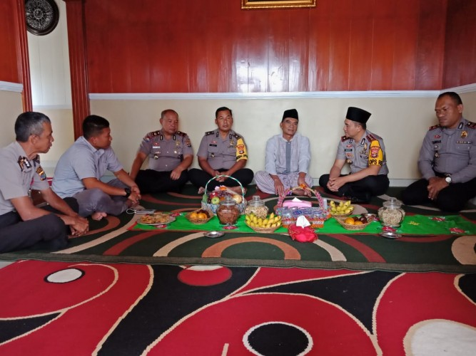 Hari Pertama Berdinas, Kapolres Lambar Kunjungi Tokoh Agama