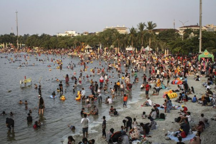 Hari Pertama Lebaran, 42 Ribu Orang Penuhi Ancol
