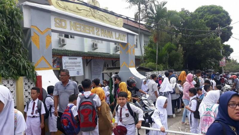 Hari Pertama Sekolah, Pelajar SDMulai Nikmati Lingkungan Sekolah