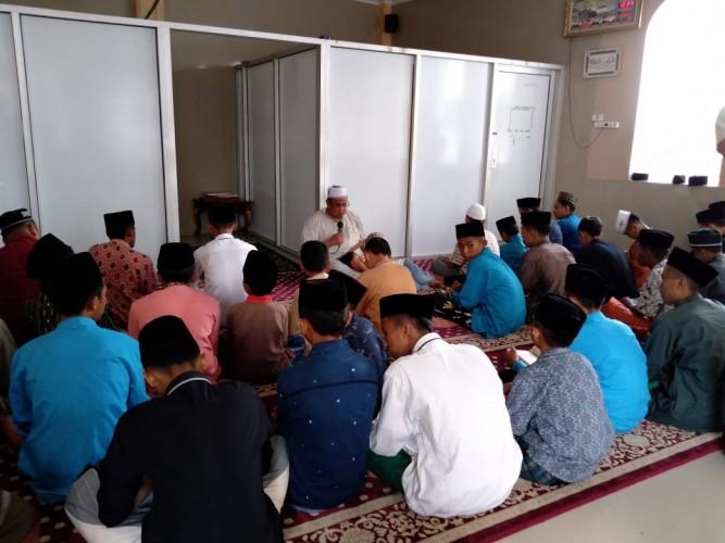 <i>Harunya Doa Ratusan Yatim untuk Berlalunya Korona</i>