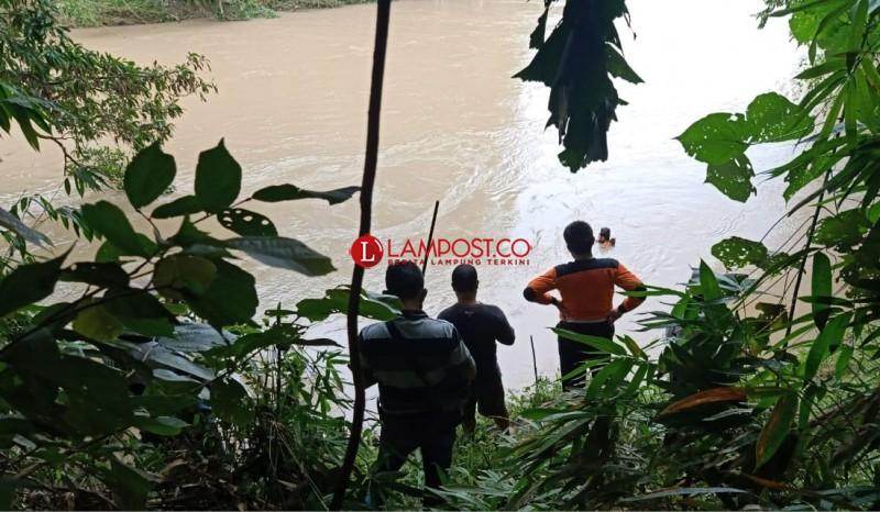 Hendak Melihat Jerat Ayam Hutan di Seberang Sungai, Riyan Terseret Arus dan Tenggelam