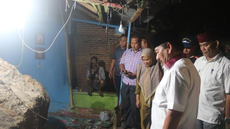 Herman HN Beri Bantuan Korban Longsor di Kaliawi