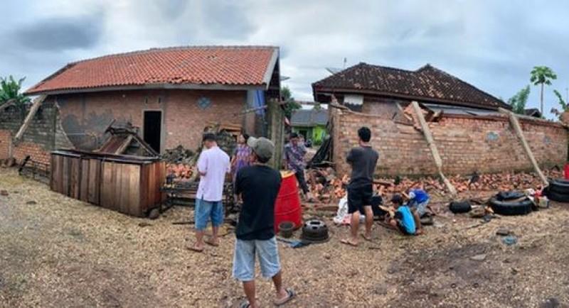 Hujan Deras dan Angin Kencang Rusak Lima Rumah di Lampura