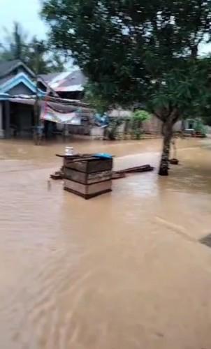 Hujan Deras Sebabkan Banjir di Ngaras