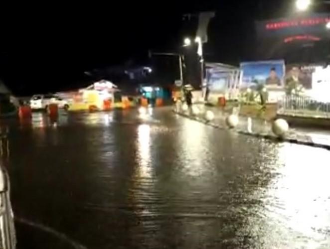 Hujan Deras, Tugu Pengantin Pesawaran Terendam Banjir