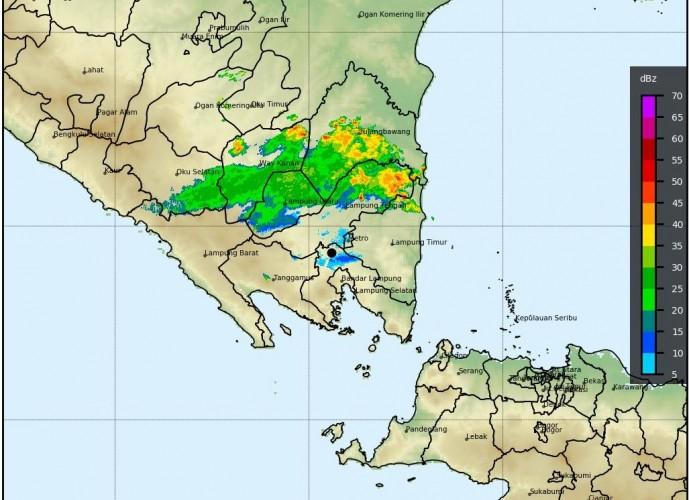 Hujan Lebat dan Angin Kencang Masih Mengancam Lampung