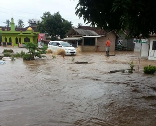 Hujan Sejak Dini Hari, 6 Kecamatan di Pesawaran Terendam