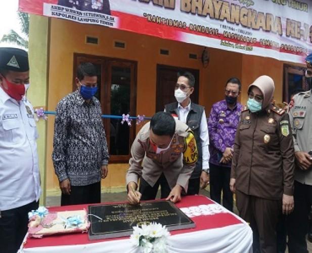 HUT Ke-74 Bhayangkara, Polres Lamtim Bedah Rumah Warga Jabung