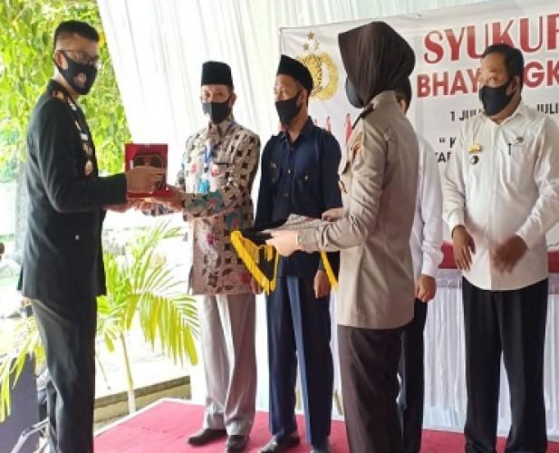 HUT Ke-74 Bhayangkara, Tokoh dan Kepalo Tiyuh di Tubaba Dapat Penghargaan