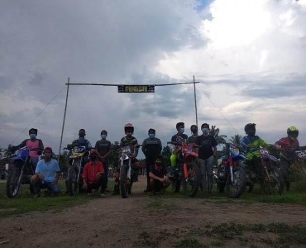 <i>Bikers</i> Tubaba Sulap Lapangan Sepak Bola Jadi Arena <i>Grasstrack</i>