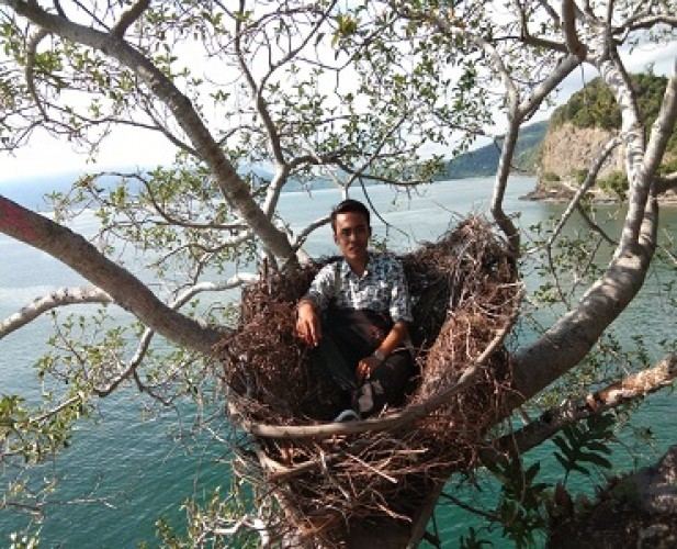 <i>Bukit Batu Tanjungtua Tawarkan Spot Swafoto yang Memacu Adrenalin</i>