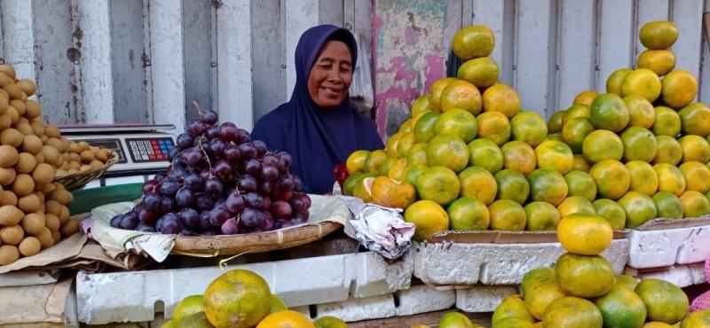 <i>Dilema Pedagang di Tengah Wabah Korona</i>