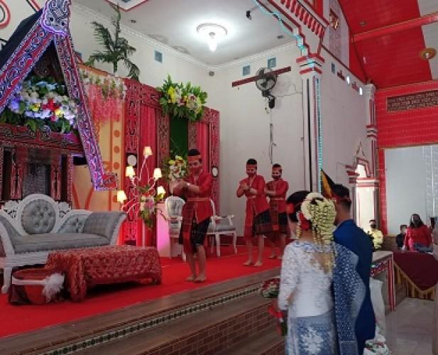 <i>Eksotika Pernikahan Adat Batak Era Normal Baru</i>