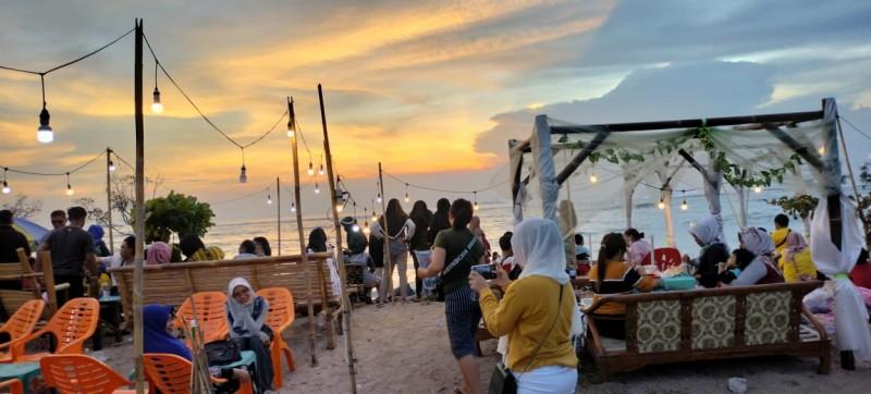 <i>Kala Senja di Pantai Sebalang</i>