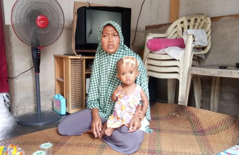 <i>Keluarga Bocah Penderita Hidrosefalus di Mekarmulya Luput dari Perhatian Pemerintah</i>